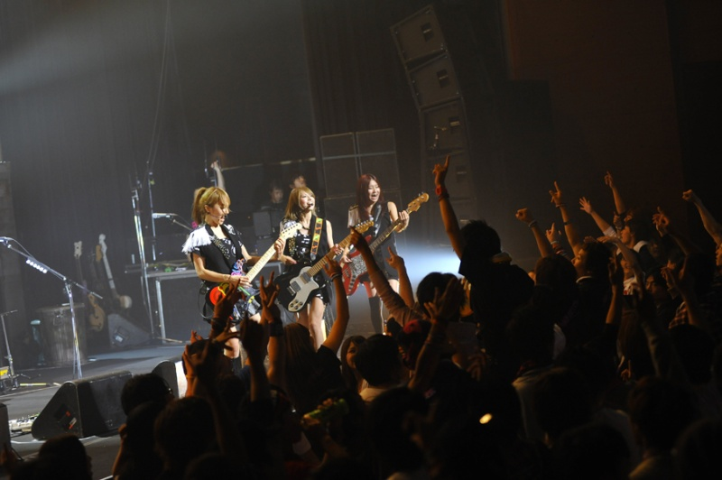 SCANDAL VIRGIN HALL TOUR 2011「BABY ACTION」 - Page 3 _big1410