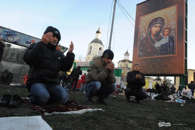 Уруза-байрам. Десятки тысяч мусульман вышли на улицы Москвы. Kcip7y11