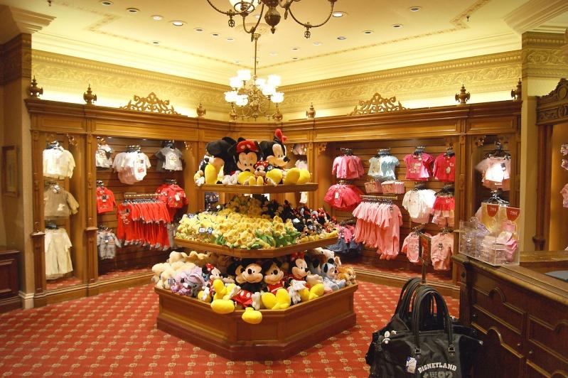 Descriptif des boutiques du Parc Disneyland (en construction) Clothi12
