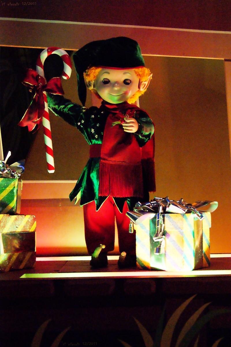 It's small world re- décoré  pour Noël - Page 6 Iasw810