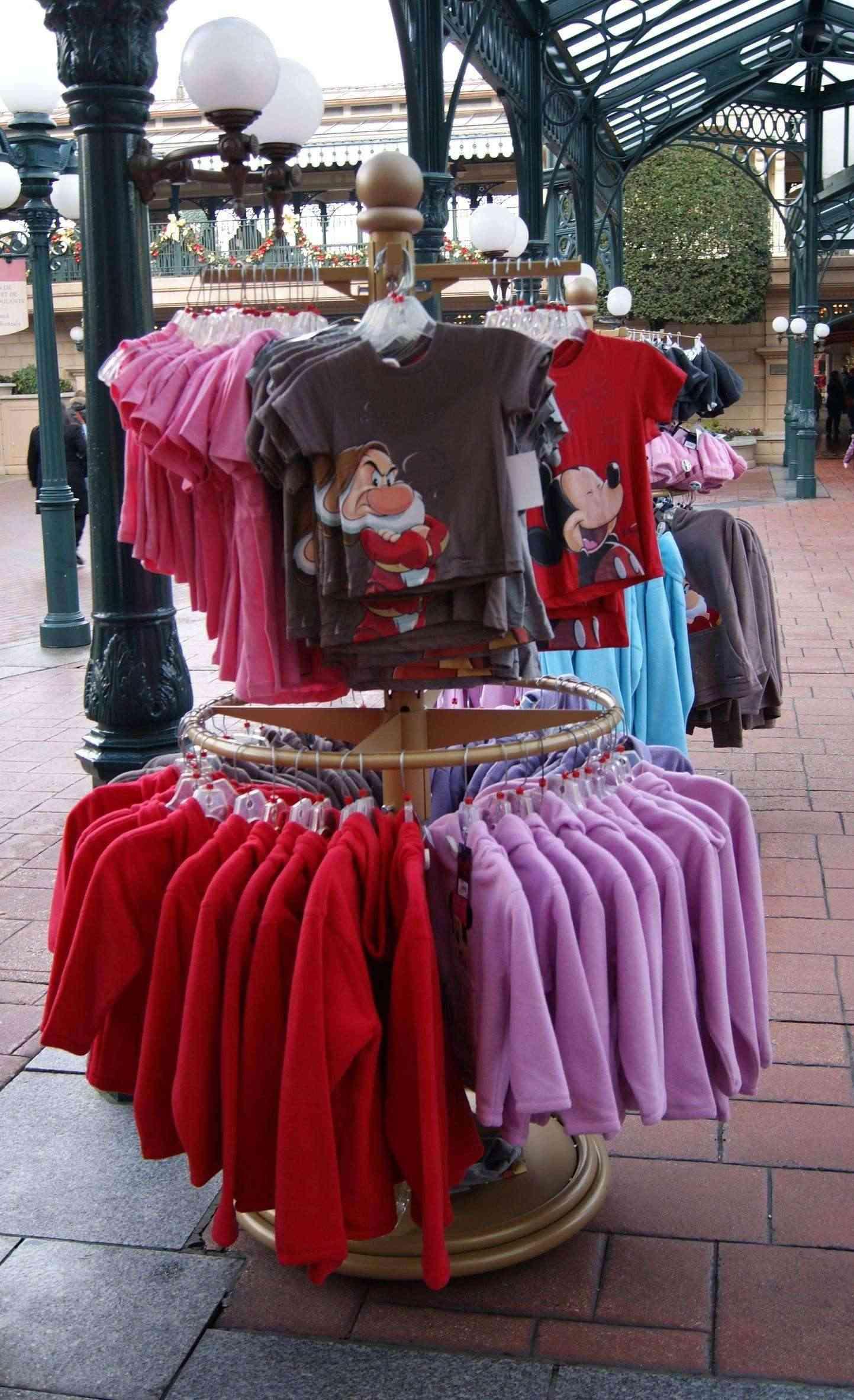 Descriptif des boutiques du Parc Disneyland (en construction) Plaza_14