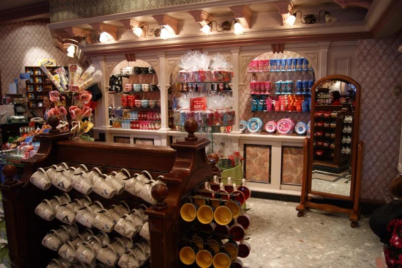 Descriptif des boutiques du Parc Disneyland (en construction) Plaza_16