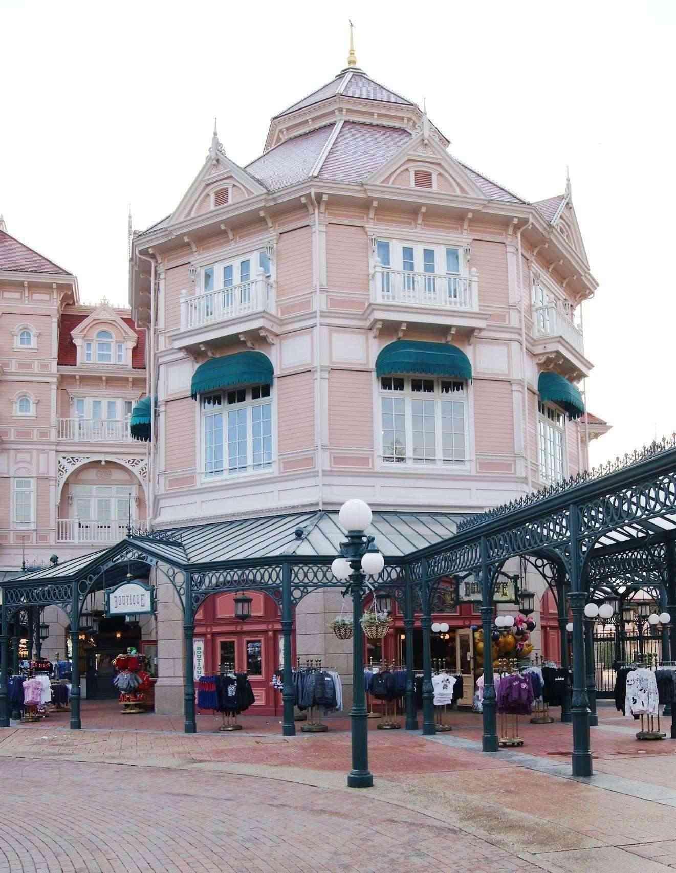 Descriptif des boutiques du Parc Disneyland (en construction) Weast_10