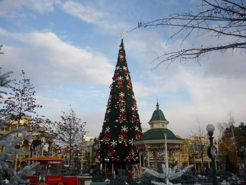 Saison de noël : Le Noël Enchanté Disney du 7 novembre 2011 au 8 janvier 2012 - Page 16 P1030211