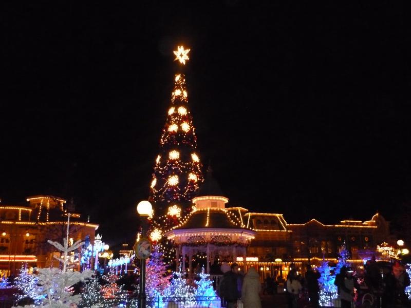 Saison de noël : Le Noël Enchanté Disney du 7 novembre 2011 au 8 janvier 2012 - Page 16 P1030410