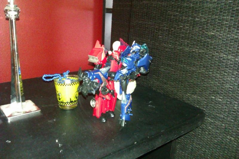 Vos montages photos Transformers ― Vos Batailles/Guerres | Humoristiques | Vos modes Stealth Force | etc - Page 4 Imag0010