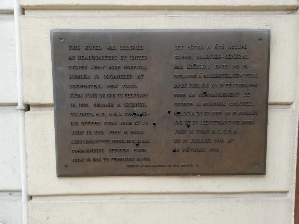Une plaque commémorative un peu particulière. Img_2011