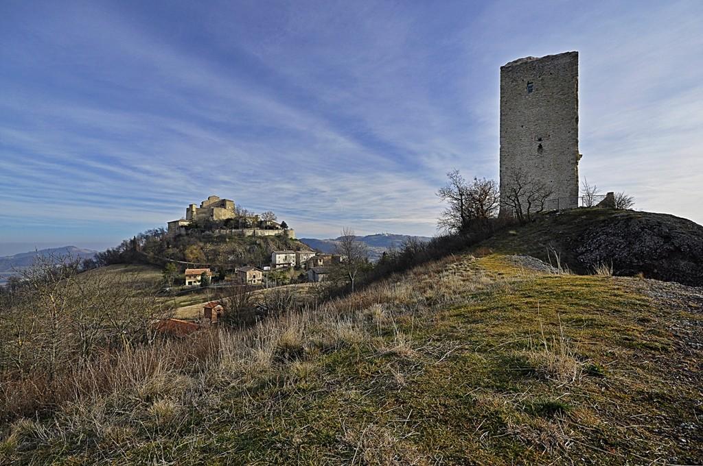 Castello di Rossena e la sua torre d'avvistamento Immagi36