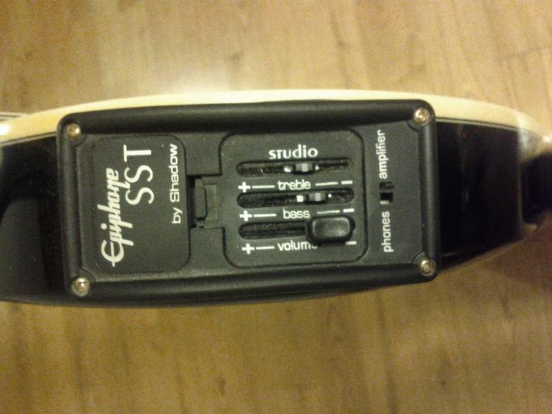 [VENDUE] Epiphone SST studio Sst_st11