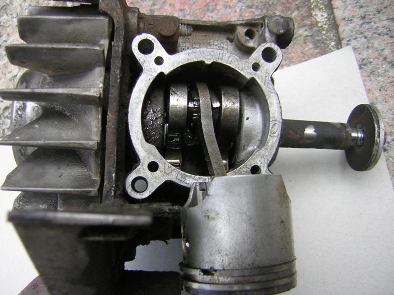 Stihl BG 85: rottura cuscinetto testa di biella Dscn1610