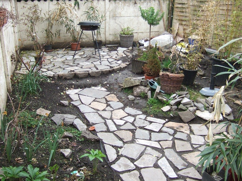 En avant pour l'aménagement de mon petit jardin !  Dscf0511