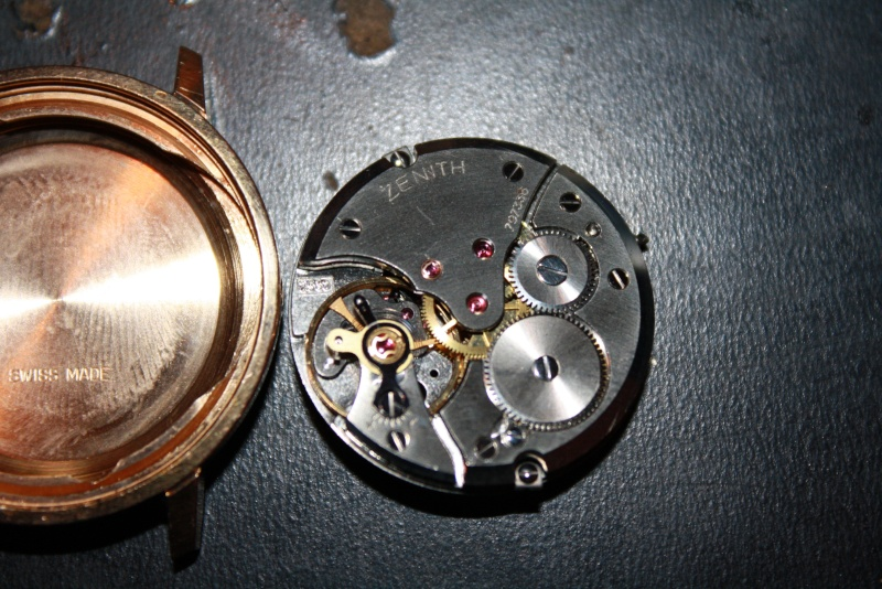 Bonjour , recherche d informations sur cette montre zenith pilot Img_5510