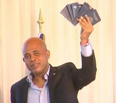 Martelly prouve sa nationalité haitienne. 42751310