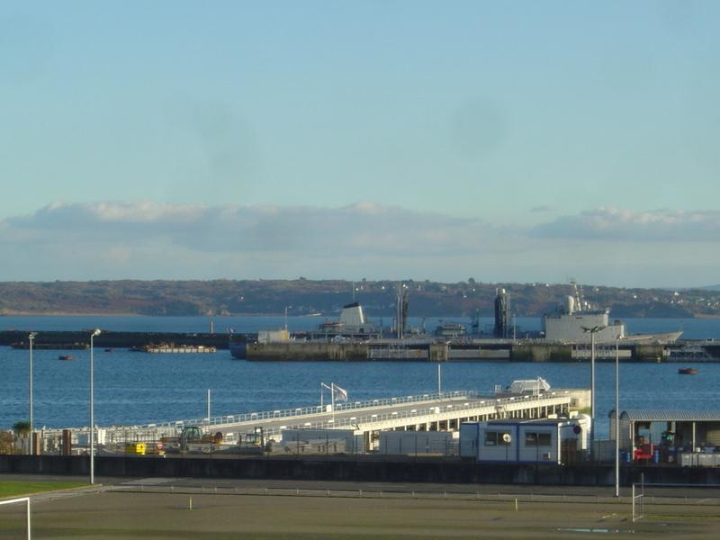 [Les ports militaires de métropole] Port de Brest - TOME 1 - Page 40 Dsc04111