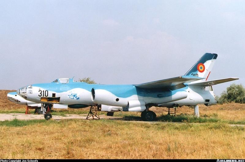 Romanian Il-28 (Actually a Harbin H-5R) 02751910