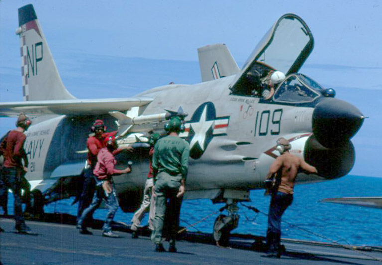 1/32nd F-8E Crusader - Page 2 55161210