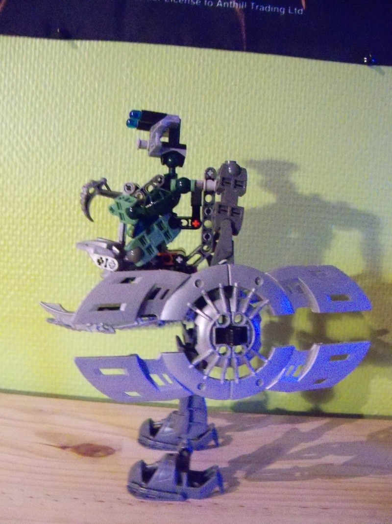 [MOC] Prototype Exo-armure Matoran 108_0931