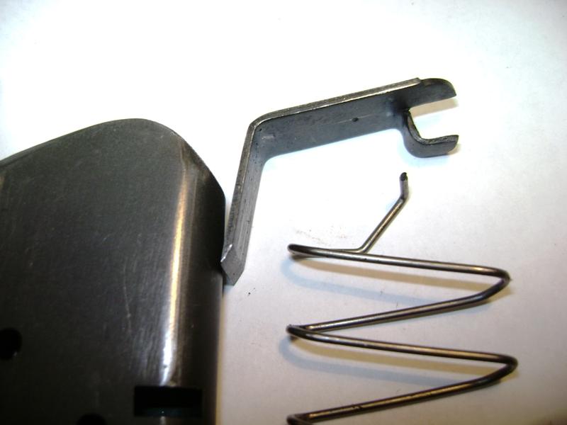 Remonter un ressort de chargeur - Colt 45. Dsc09311