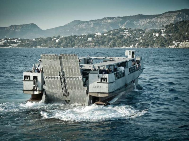 Barge de débarquement Essai-10