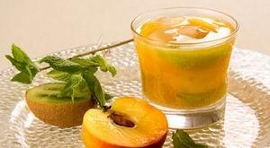 Напиток из персиков с киви Napit_10