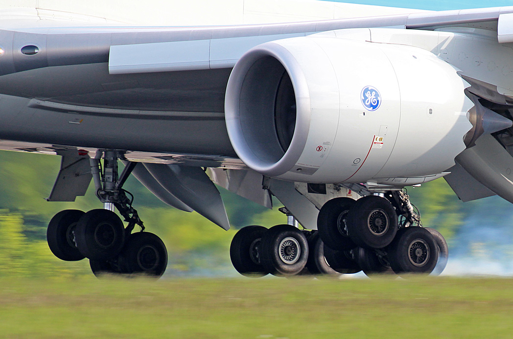 19.05.2012 Landing gears at touch down Img_6718