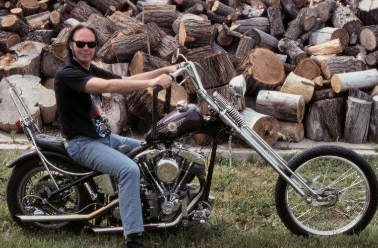 Ils ont posé avec une Harley - Page 5 0010