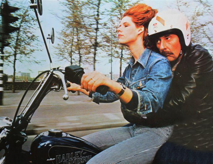 Ils ont posé avec une Harley - Page 3 00311