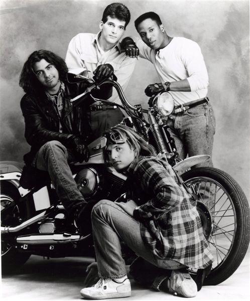 Ils ont posé avec une Harley - Page 5 031811