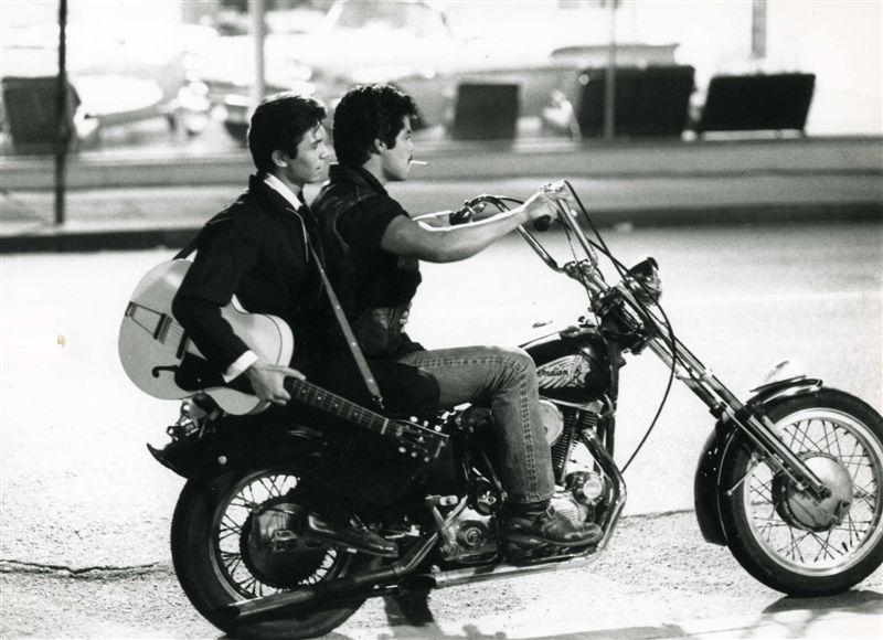 Ils ont posé avec une Harley - Page 3 0318_310