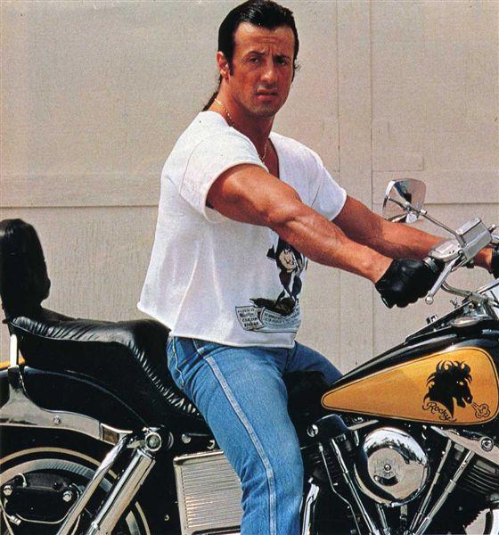 Ils ont posé avec une Harley - Page 2 06911