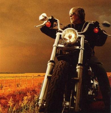 Ils ont posé avec une Harley - Page 5 09011