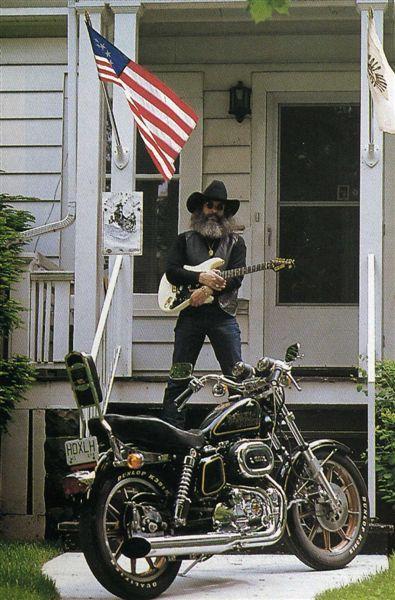 Ils ont posé avec une Harley - Page 6 09111
