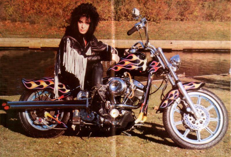 Ils ont posé avec une Harley - Page 4 0_10