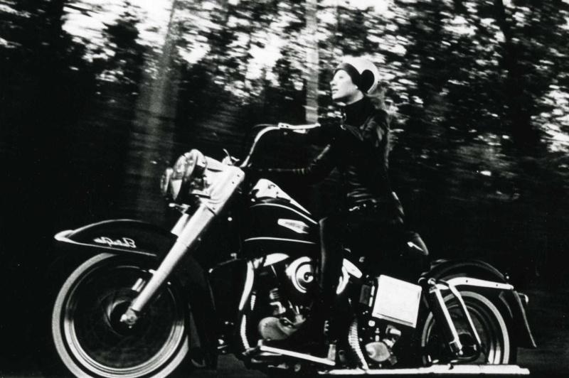 Ils ont posé avec une Harley - Page 4 310