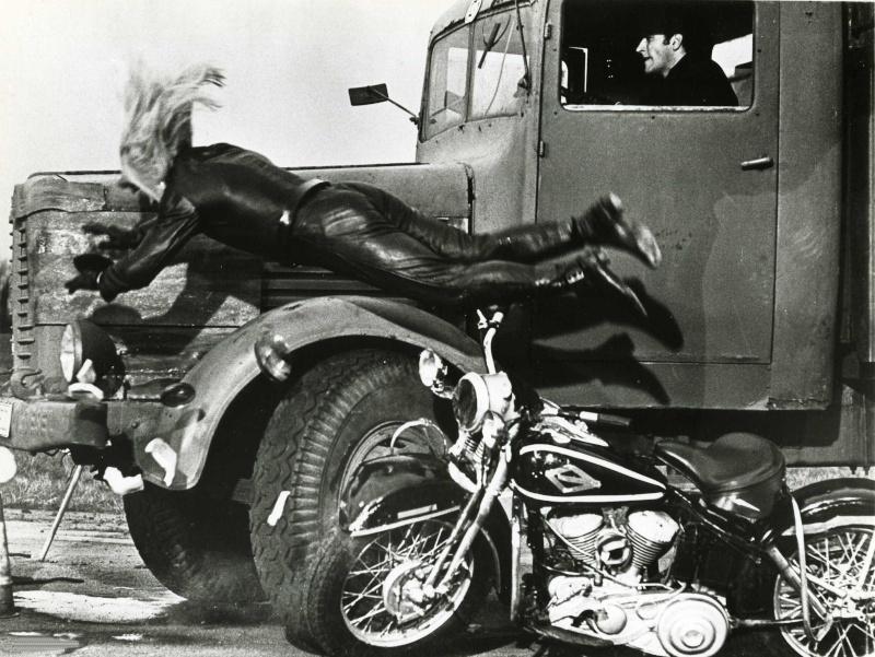 Ils ont posé avec une Harley - Page 4 410