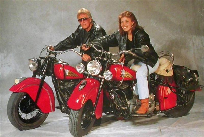Ils ont posé avec une Harley - Page 39 A18