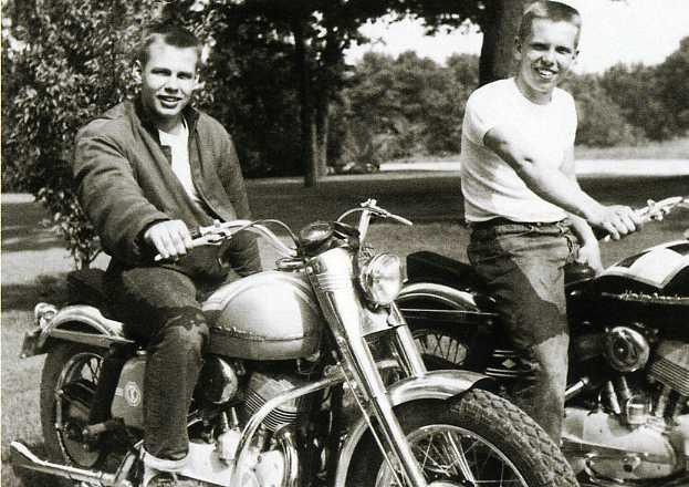 - Ils ont posé avec une Harley - Page 19 Aar04110
