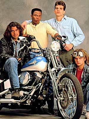 Ils ont posé avec une Harley - Page 5 Aas10
