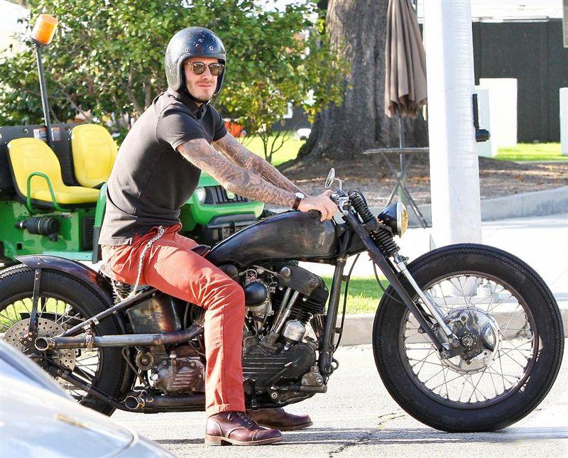 Ils ont posé avec une Harley - Page 5 Abc10