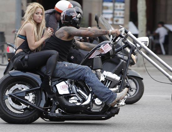 Ils ont posé avec une Harley - Page 4 Cape10