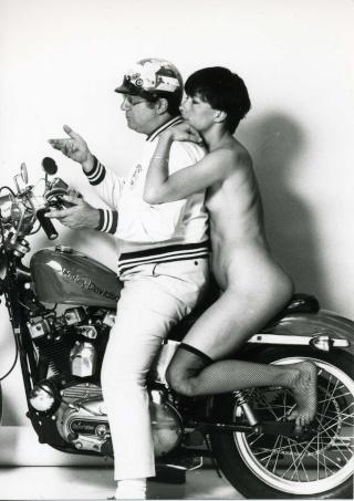 Ils ont posé avec une Harley Coluch11