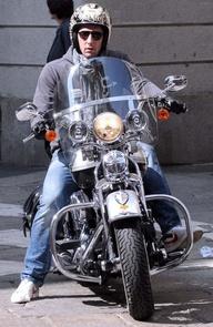 Ils ont posé avec une Harley, principalement les People Copie13