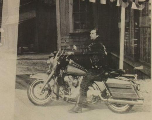 Ils ont posé avec une Harley, principalement les People - Page 5 Copie15