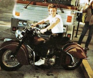 Ils ont posé avec une Harley - Page 3 Fd11