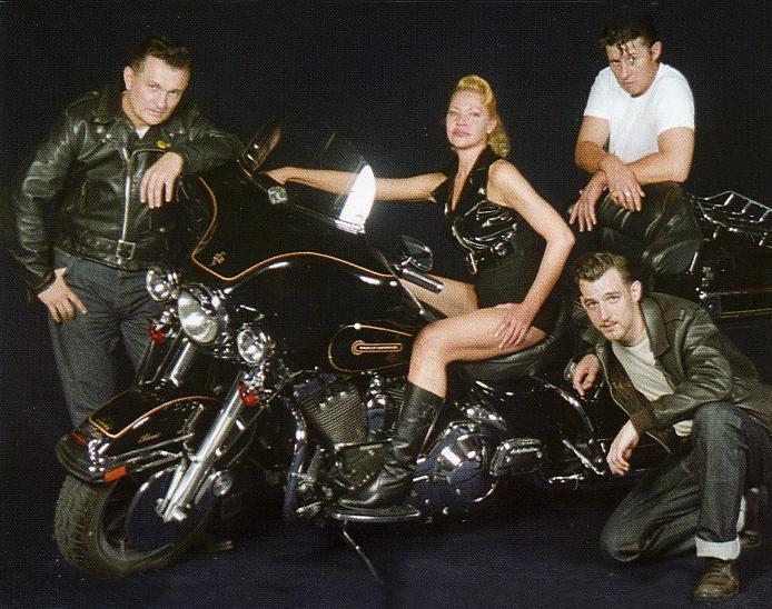 Ils ont posé avec une Harley - Page 4 Gr10