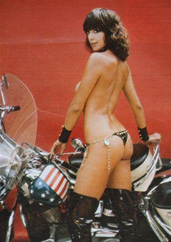 Ils ont posé avec une Harley - Page 2 Img_0010