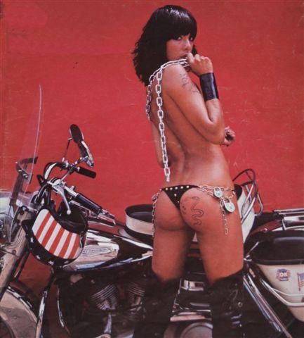 Ils ont posé avec une Harley - Page 2 Img_0011