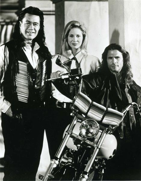Ils ont posé avec une Harley, principalement les People - Page 6 Lamas510