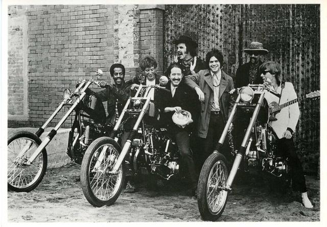 Ils ont posé avec une Harley - Page 6 Ss_11