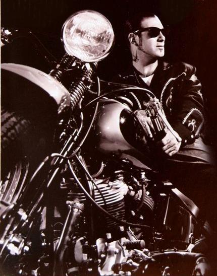 Ils ont posé avec une Harley - Page 38 V13
